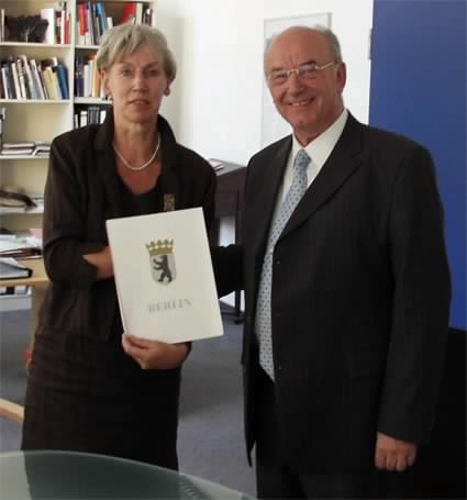 picture: http://www.manfred-gebhard.de/Urkunde.jpg