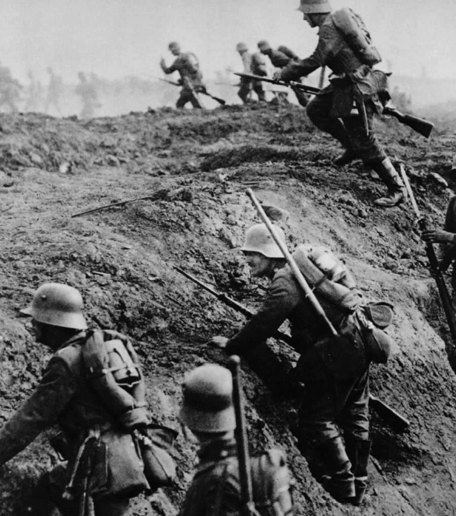 http://www.manfred-gebhard.de/ Verdun_sturm.jpg